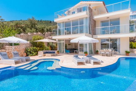 IN KALKAN WITH LARGE PRIVATE POOL